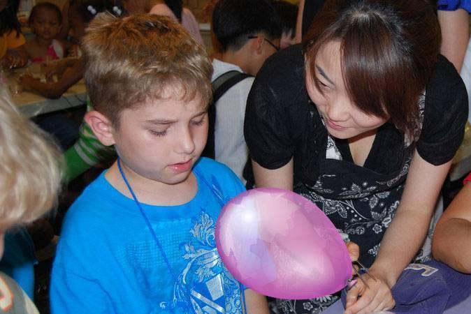 kid-with-balloon