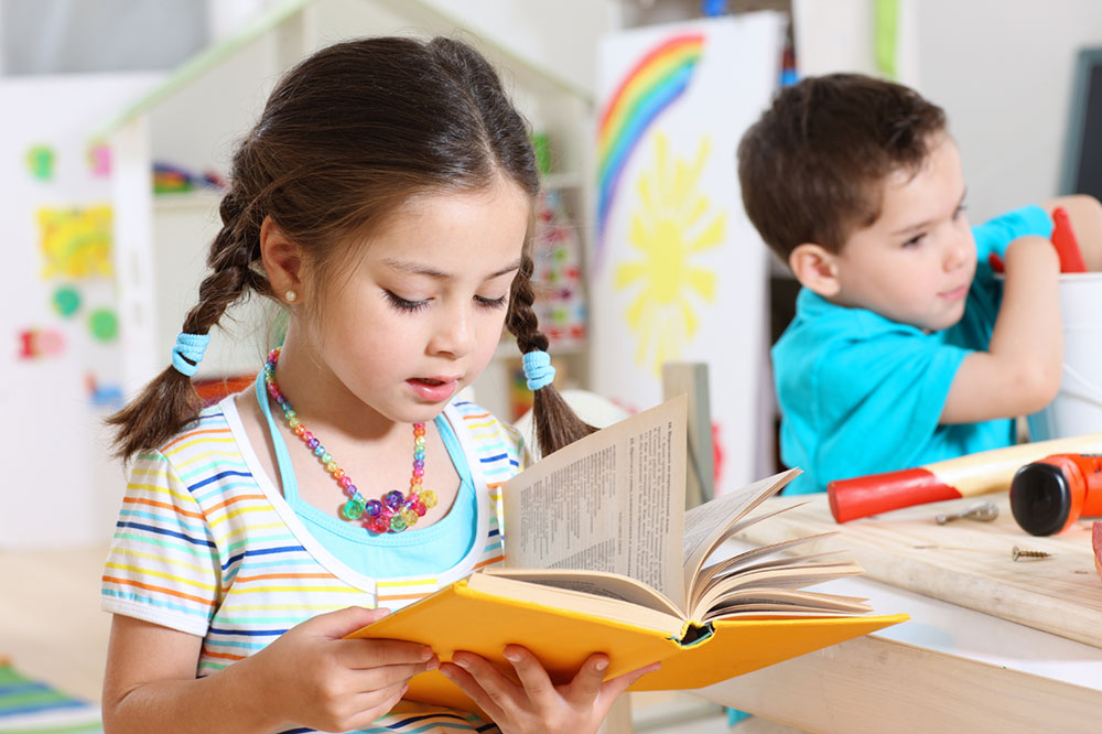 young children reading books