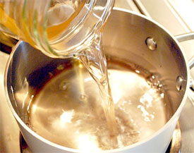 pouring-vinegar-into-milk