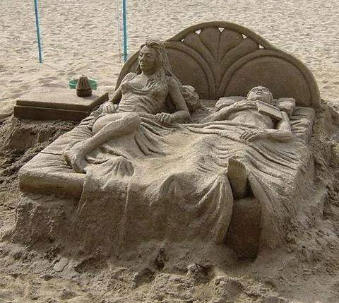 Cute Sand Art - man and women in the bed